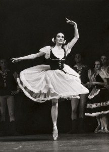 Joan Cadzow performing Giselle with the Dutch Ballet, 1955. Photo Source: www.eenlevenlangtheater.nl Photo by Maria Austria / MAI in the Collection Netherlands Theatre Institute.